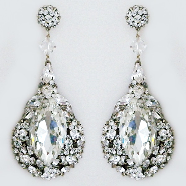 The ultimate in red carpet glamour. These statement earrings will always be that one unforgettable detail at any occasion.