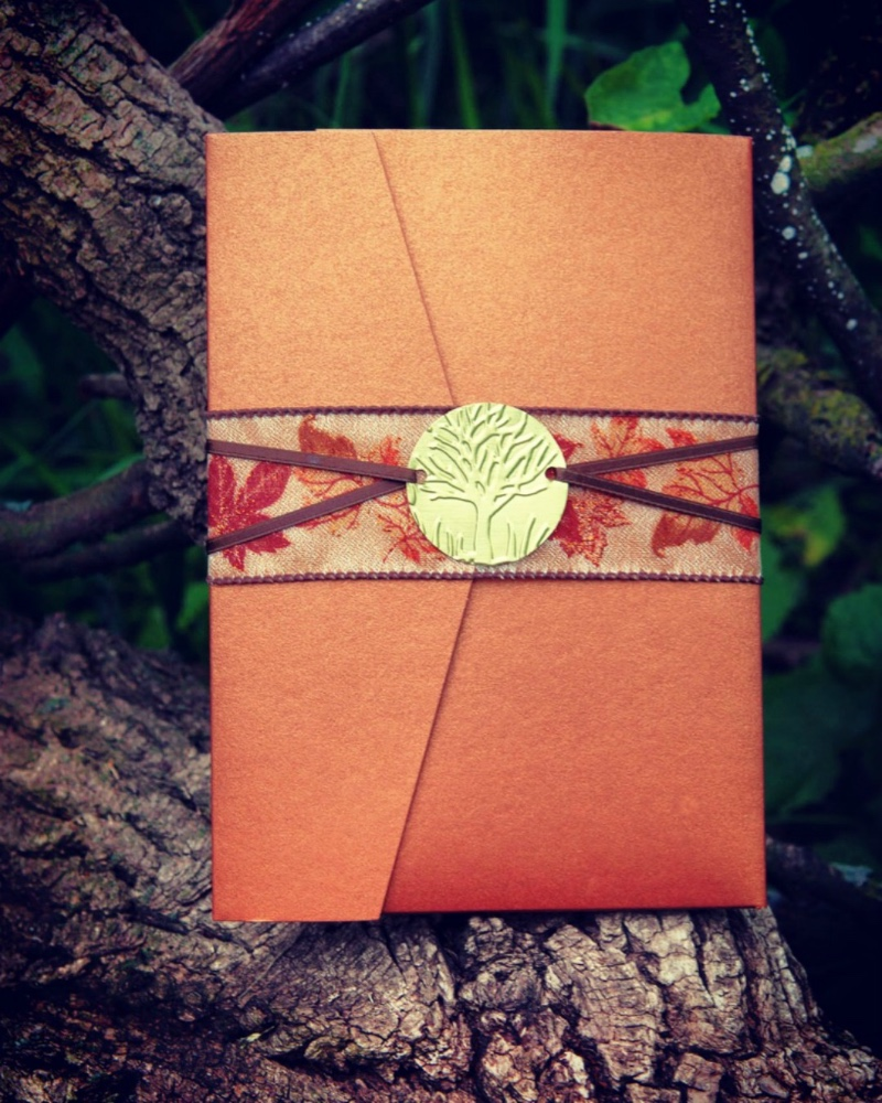 These copper pocket folders are the perfect first impression for your elegant fall wedding. Stationery by Lucky Invitations, Photography