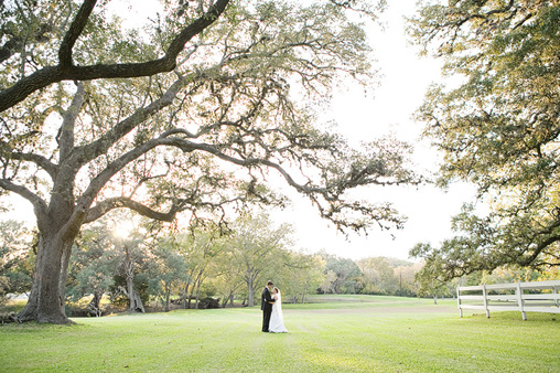 Real Texas Weddings: A Real Texas Outdoor Wedding