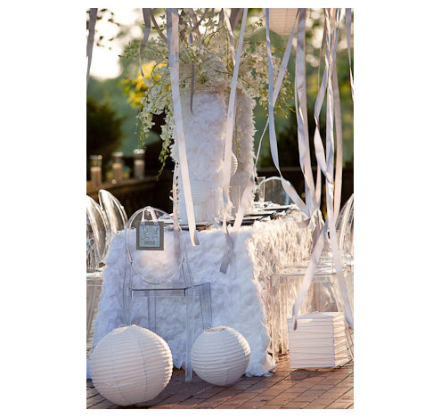 white-feather-linen-orchids-lanterns-ribbon-tree_1495469jpg