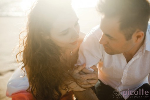 a breathtaking beach and city engagement . picotte photography