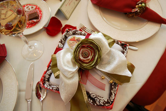 Vintage Holiday Wedding Details