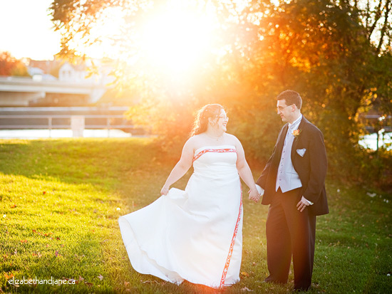 Wedding photo: couple married in the fall in Arnprior, Ottawa, Ontario, Canada