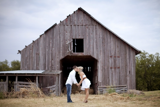 An Old Barn Engagement Session By Jennefer Wilson Photography