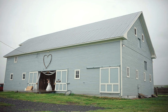 An Oregon Barn Yard Wedding