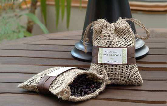 Coffee Wedding Favors inside Burlap Bags make ideal party favors for those coffee lovers!