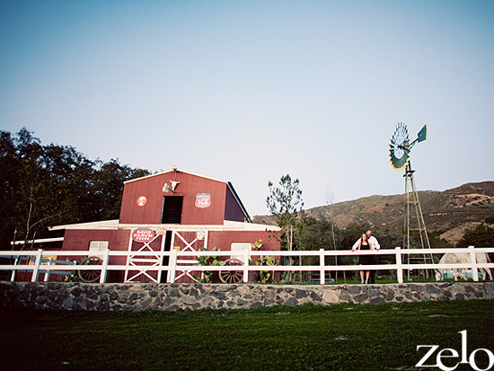 rustic-barn-engagement-session-condors-nest-ranch