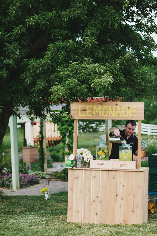 Michigan rustic barnyard wedding for Rustic lemonade stand