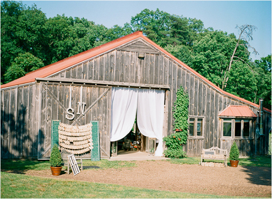 outdoor barn wedding at Murray Hill