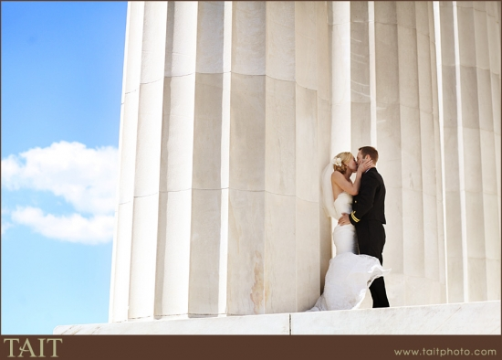 photo of bride and groom at national memorial