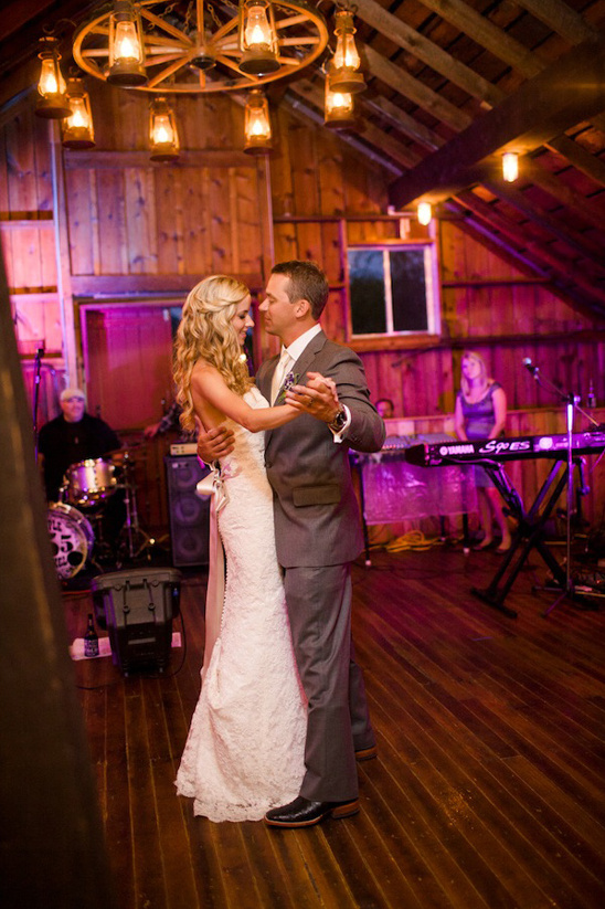 wedding dancing at Crooked Willow Farms