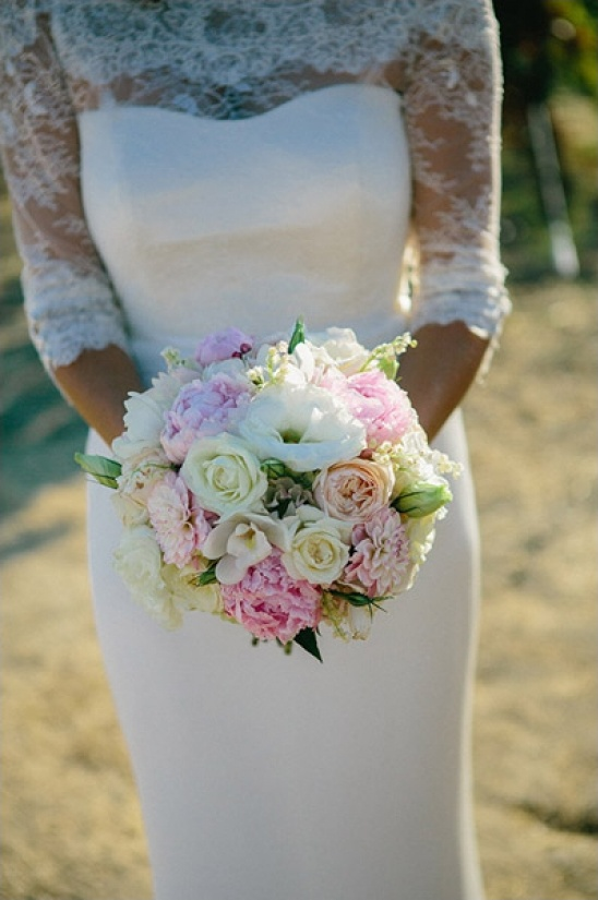 pink and white bouquet by Vanda Floral Design