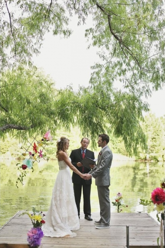 lakeside wedding ceremony at Cedarwood