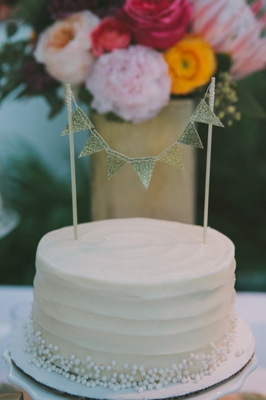 gold bunting wedding cake