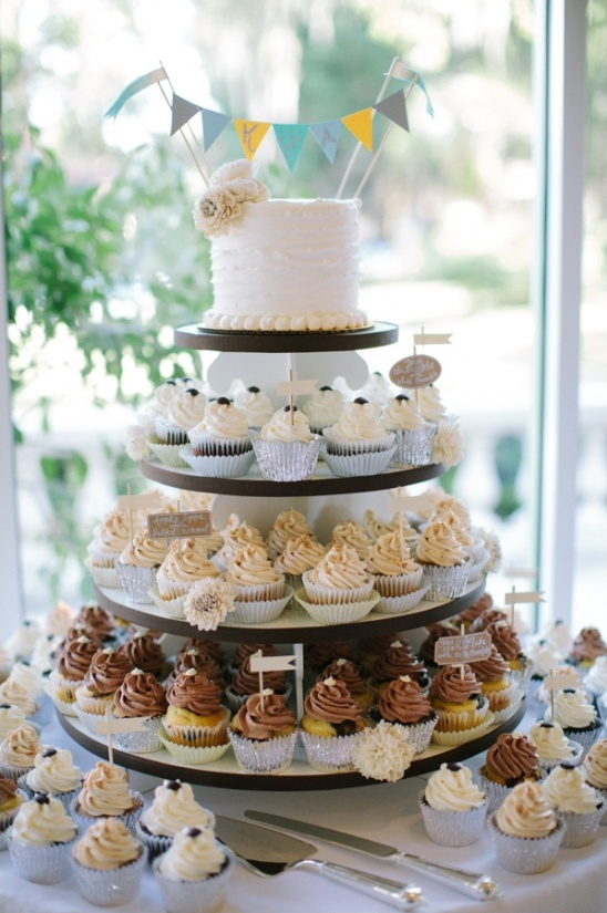 different flavors cupcake tower ideas