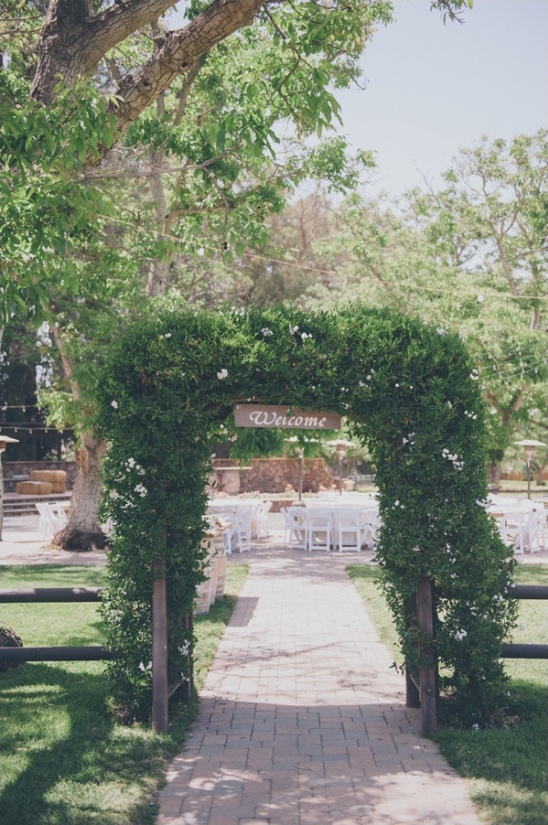 outdoor wedding reception at walnut grove