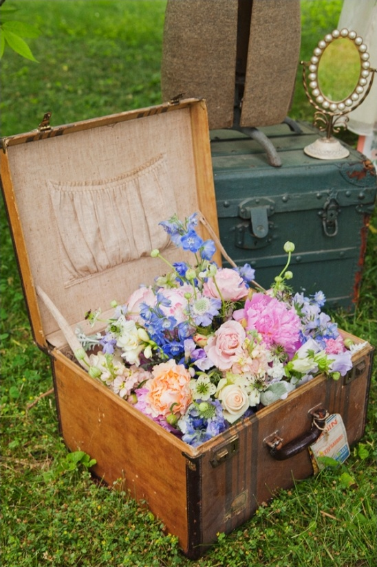 vintage suitcase wedding decor ideas from simply put vintage rentals
