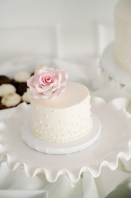 mini white wedding cake by cakes by rumy