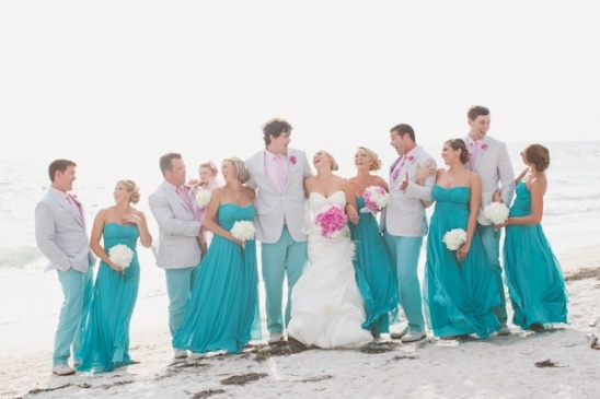 Blog breezy beach wedding in turquoise and pink for Turquoise bridesmaid dresses for beach wedding