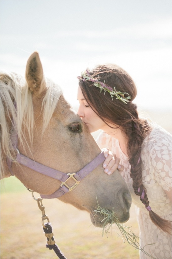 bridal shoot with horse
