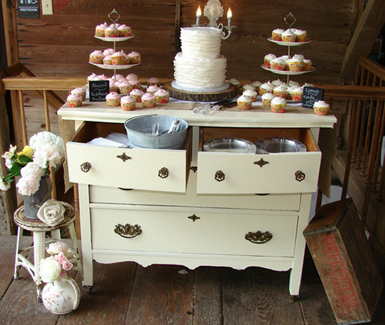 Country Wedding Dessert Table: Gentle Country Wedding