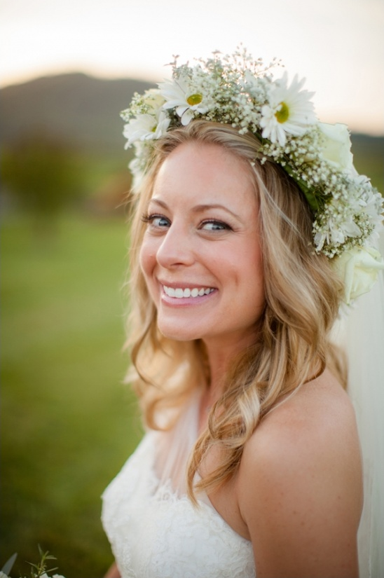 wedding hair with daisy halo
