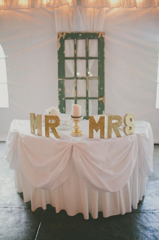 gold glitter sweetheart table ideas