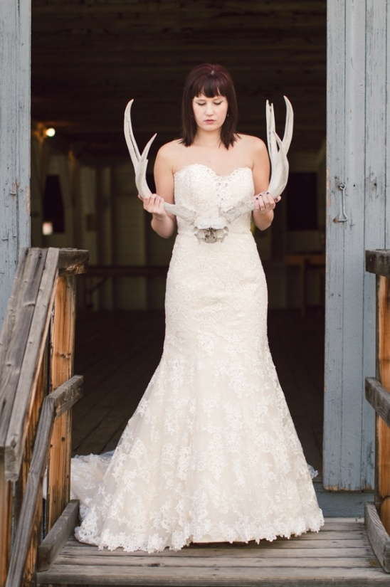 bride holding antlers photographed by K Robinson Photography