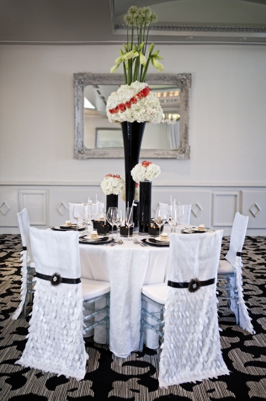 elegant black and white table decor