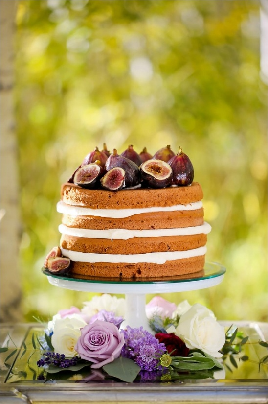 naked cake topped with figs