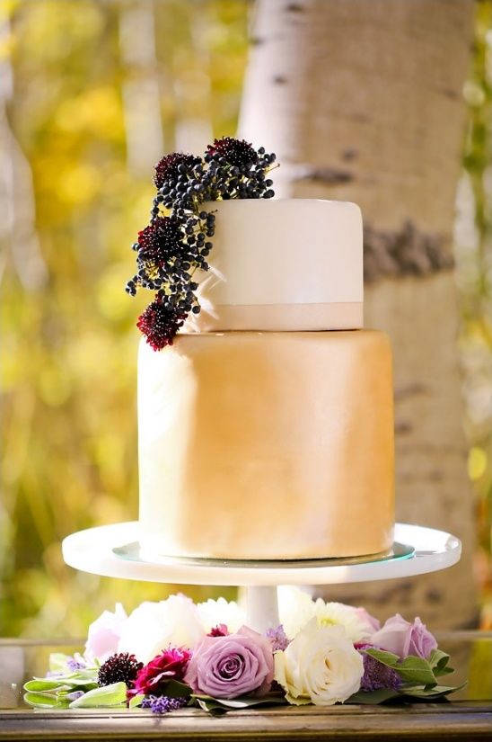 gold sheen wedding cake