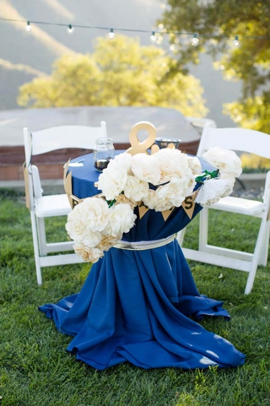 blue and gold sweetheart table