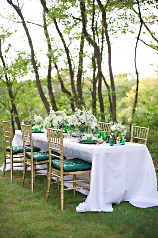 green and gold tablescape ideas