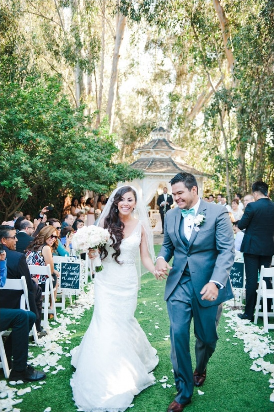 outdoor wedding ceremony at twin oaks garden estate