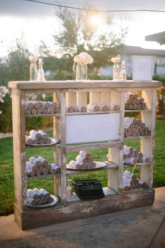 confetti popper escort card station
