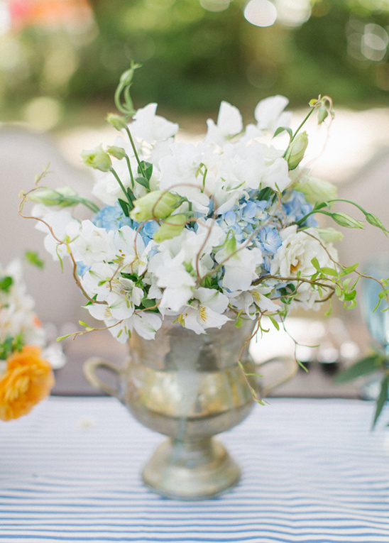 blue and white wedding centerpieces