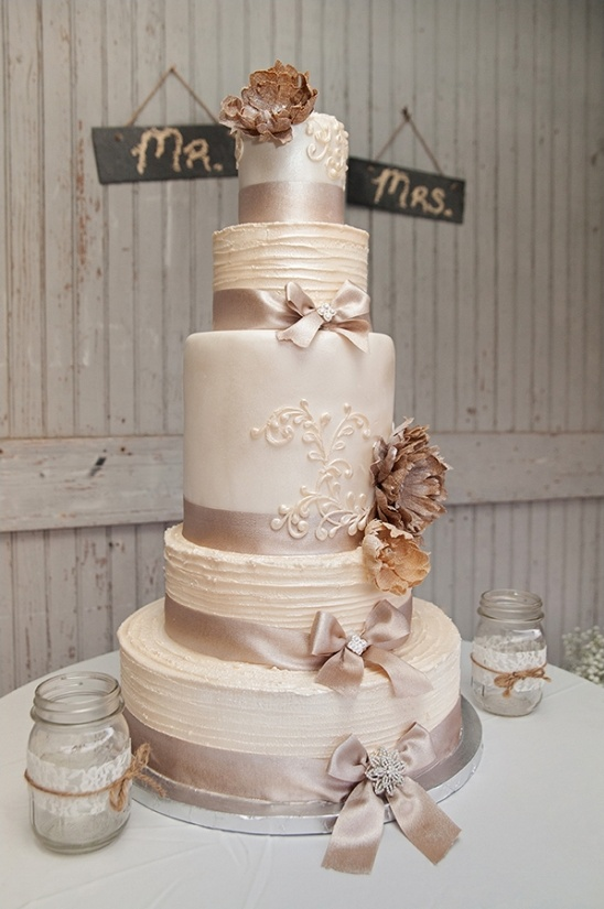 regal looking wedding cake