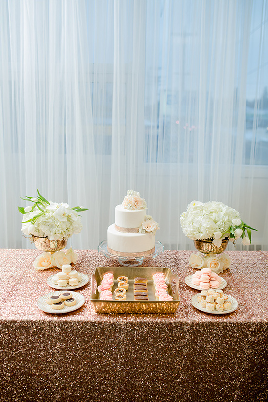 rose gold cake table