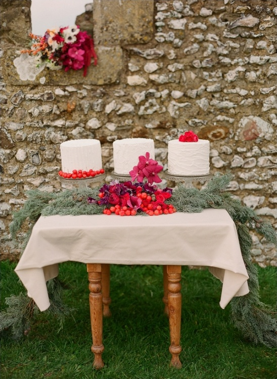 dramatic cake table garland