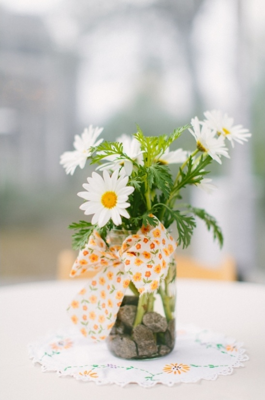 simple daisy and mason jar centerpiece
