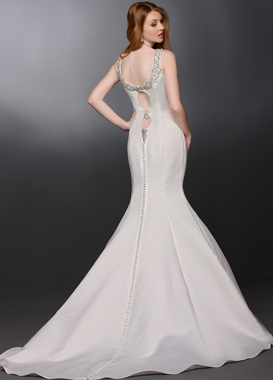 Glamorous wedding gown with tiny buttons from DaVinci