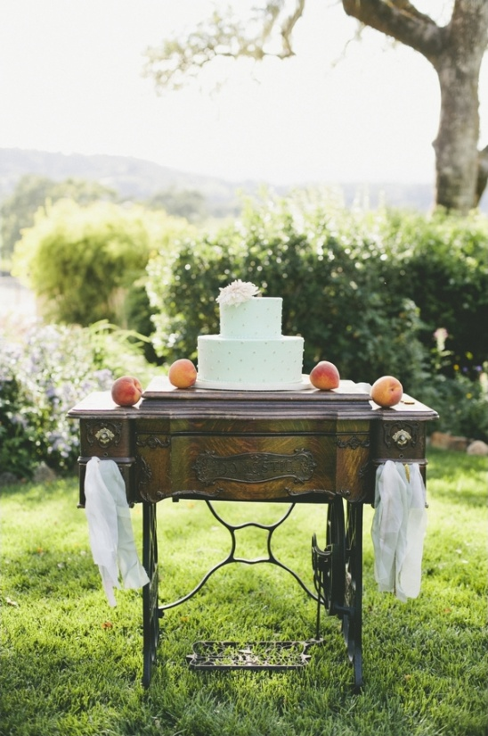simple but cute antique cake table display