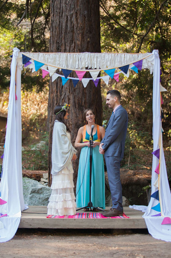 diy wedding arch and bunting