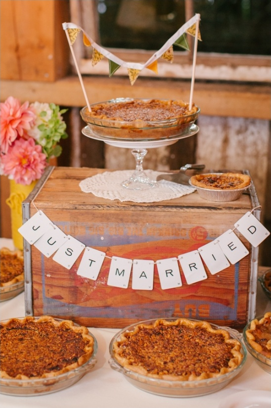wedding pies with mini bunting and just married sign