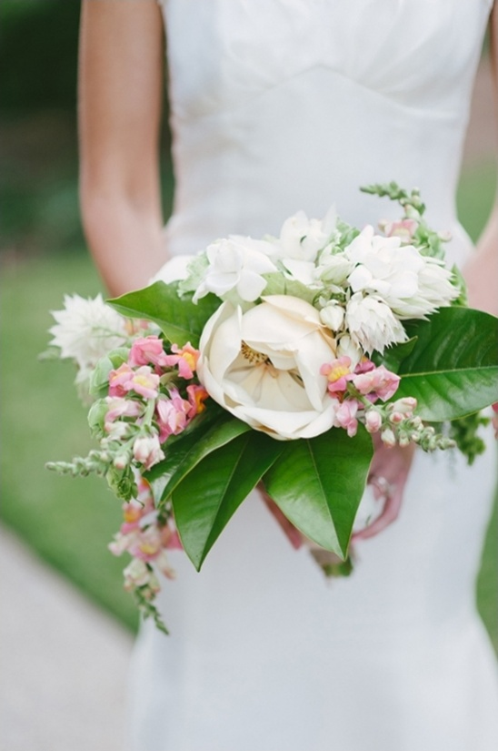 white and pink snapdragon bouquet