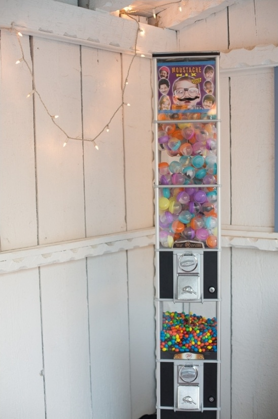 vending machine to dispense wedding favors