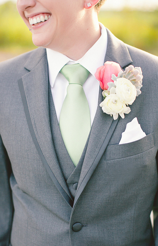 pastel wedding boutonniere
