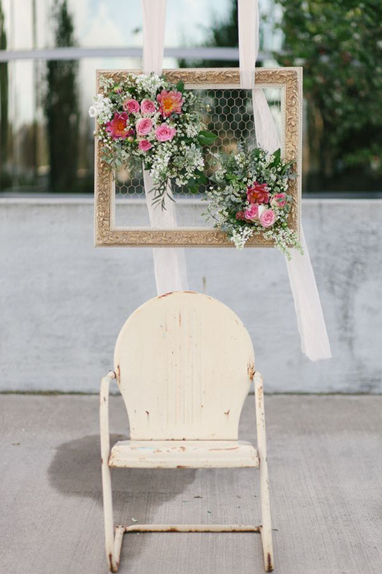 chicken wire and flower frame decor