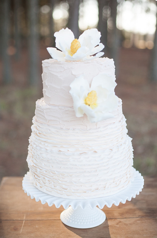 cream wedding cake