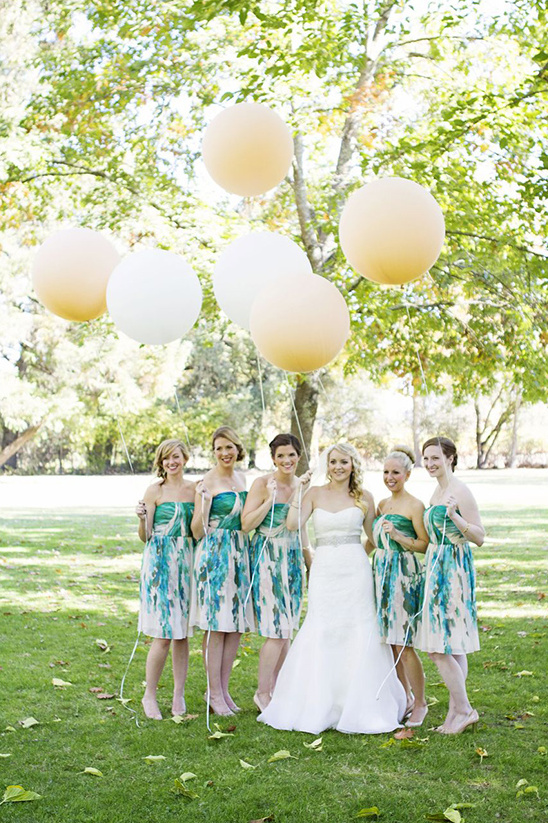 giant balloons for fun bridal party pictures